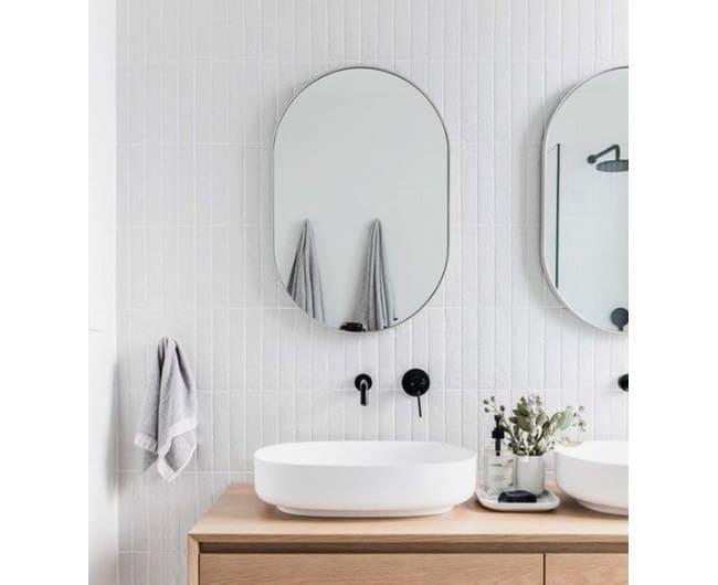 Griferia negra empotrada en pared para lavabo de baño